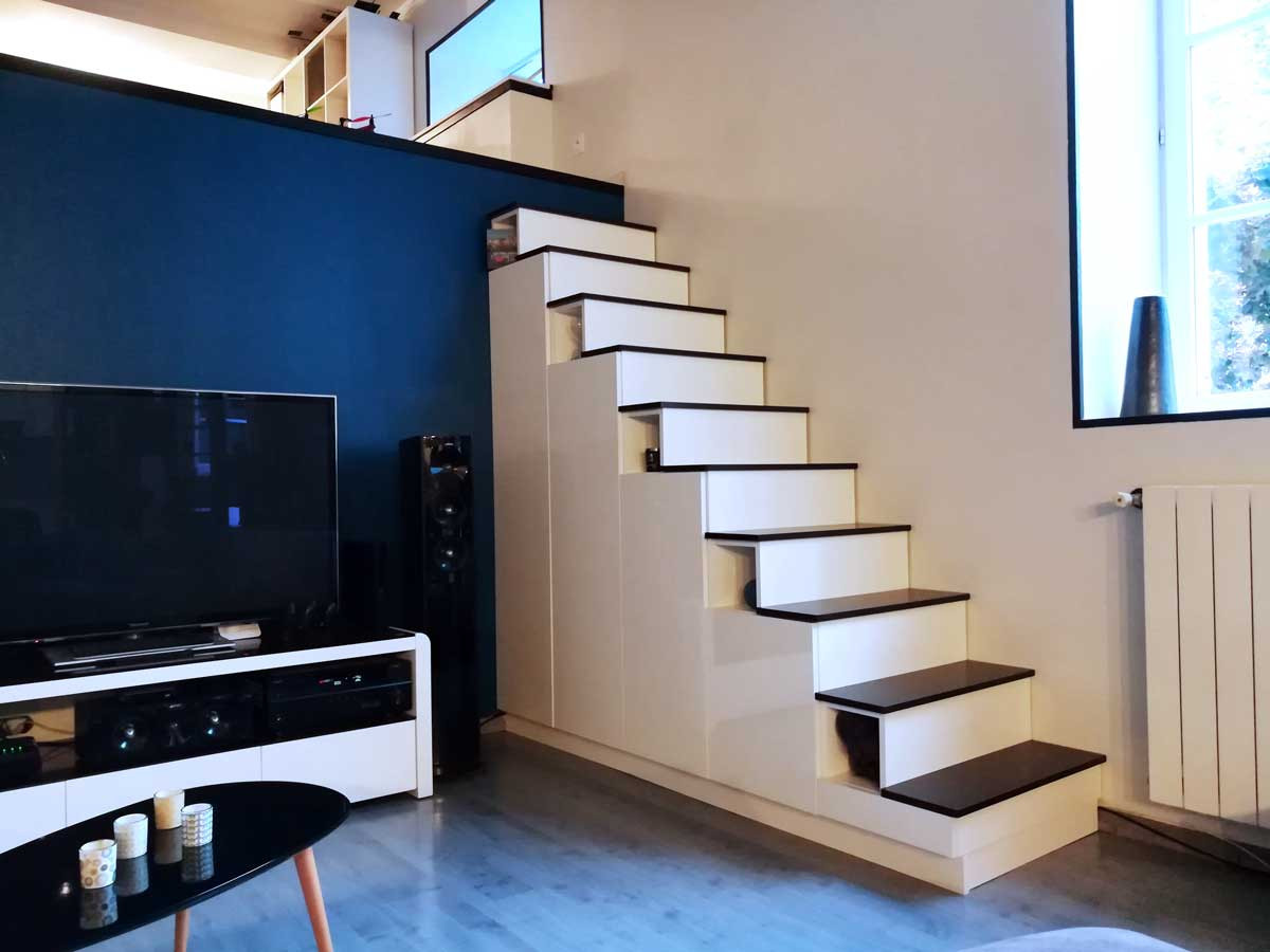 Meuble escalier mezzanine blanc grand brillant portes en L