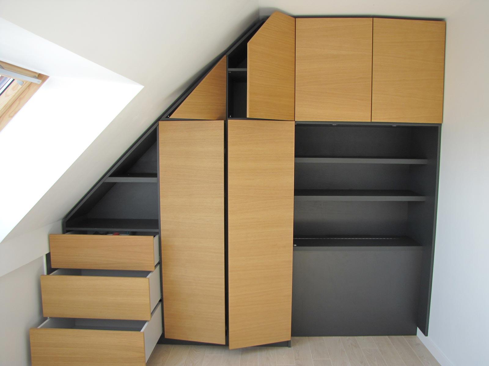 Meuble sous pente ou sous escalier sur mesure - Etagere sous pente ...
